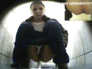 Girls Pissing voyeur video 273