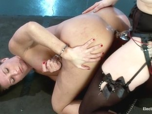Ariel X Fucks the Electro Cock!!