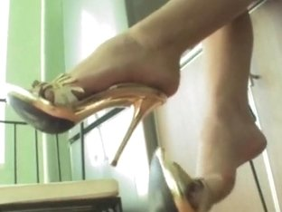 Under-Feet Video: Nastya Fox