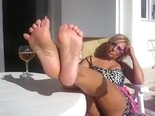 Yeah this lady really has the sexiest legs and toes