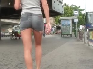 Street candid blonde chick with amazingly hot ass