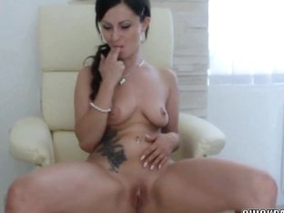 Czech honey Bella Diamond is finger banging her soaked slit