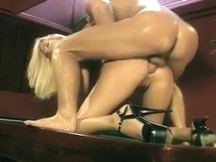 Nikki Anderson enculee sur le billard