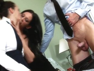 Pretty pornstar prefers to take part in threesome action