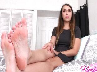 Сексуальная Sabrina Banks С Членом Между Ступнями
