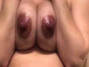 Milk Tittis beim Oilen und Spritzen