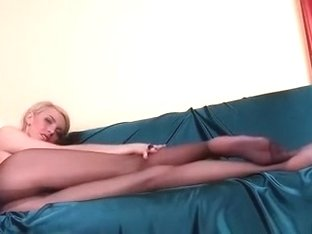 This is how a blonde hot mother i'd like to fuck should truly look like