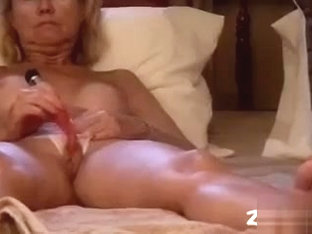 Amateur blonde porn video clip is showing me masturbating. I'm drilling my fanni with a massive se.