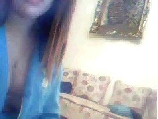 Slut jills off on webcam in amateur cougar clip