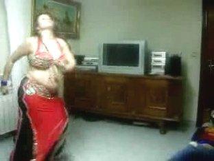 Sexy Arab Dances For The Webcam
