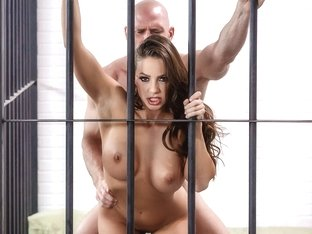 Abigail Mac & Johnny Sins in Horny & Dangerous: Conjugal Visit - BrazzersNetwork