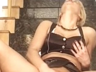Blonde MILF uses a pump on her shaved pussy lips