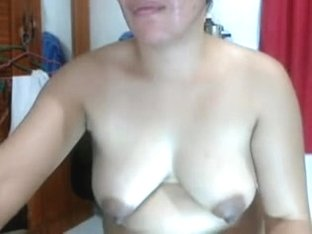 FILIPINA  LADY LYN VOLANTATE RUBBING SEX CREAM ON HER BODY!
