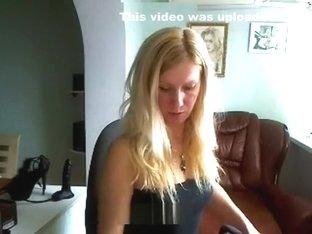 xMilenaHotx fucks her holes